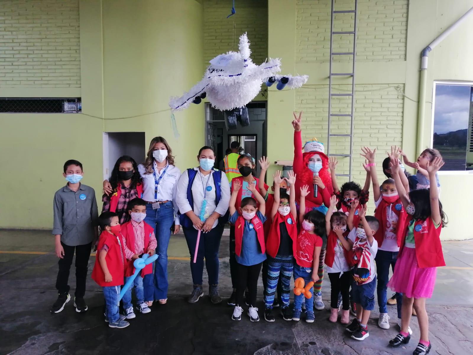 Más de 200 niños de la zona central de Honduras reciben regalos y alegría por parte de Palmerola
