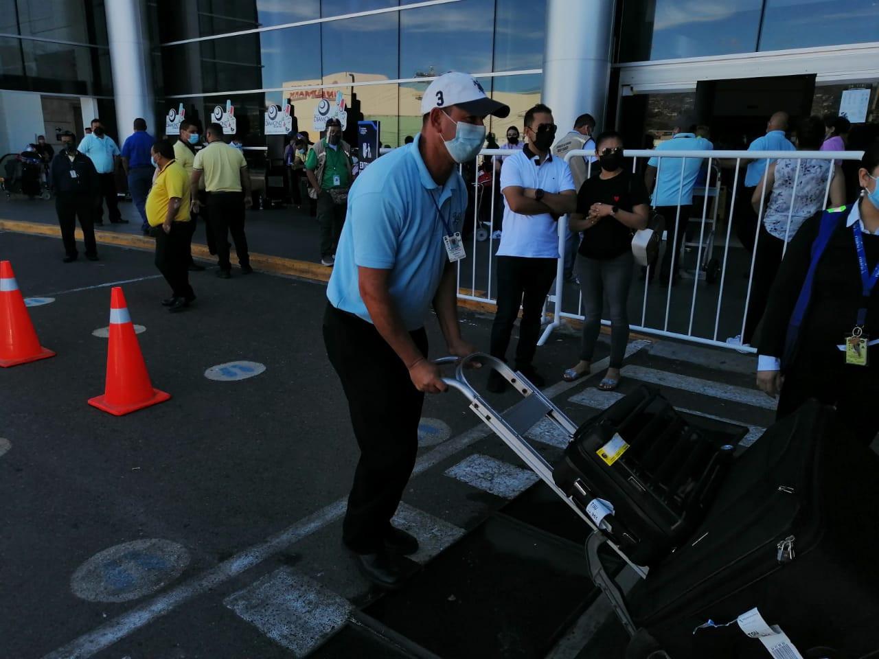 aeropuerto-tegucigalpa-honduras-Los maleteros, un servicio de primer nivel en Toncontín
