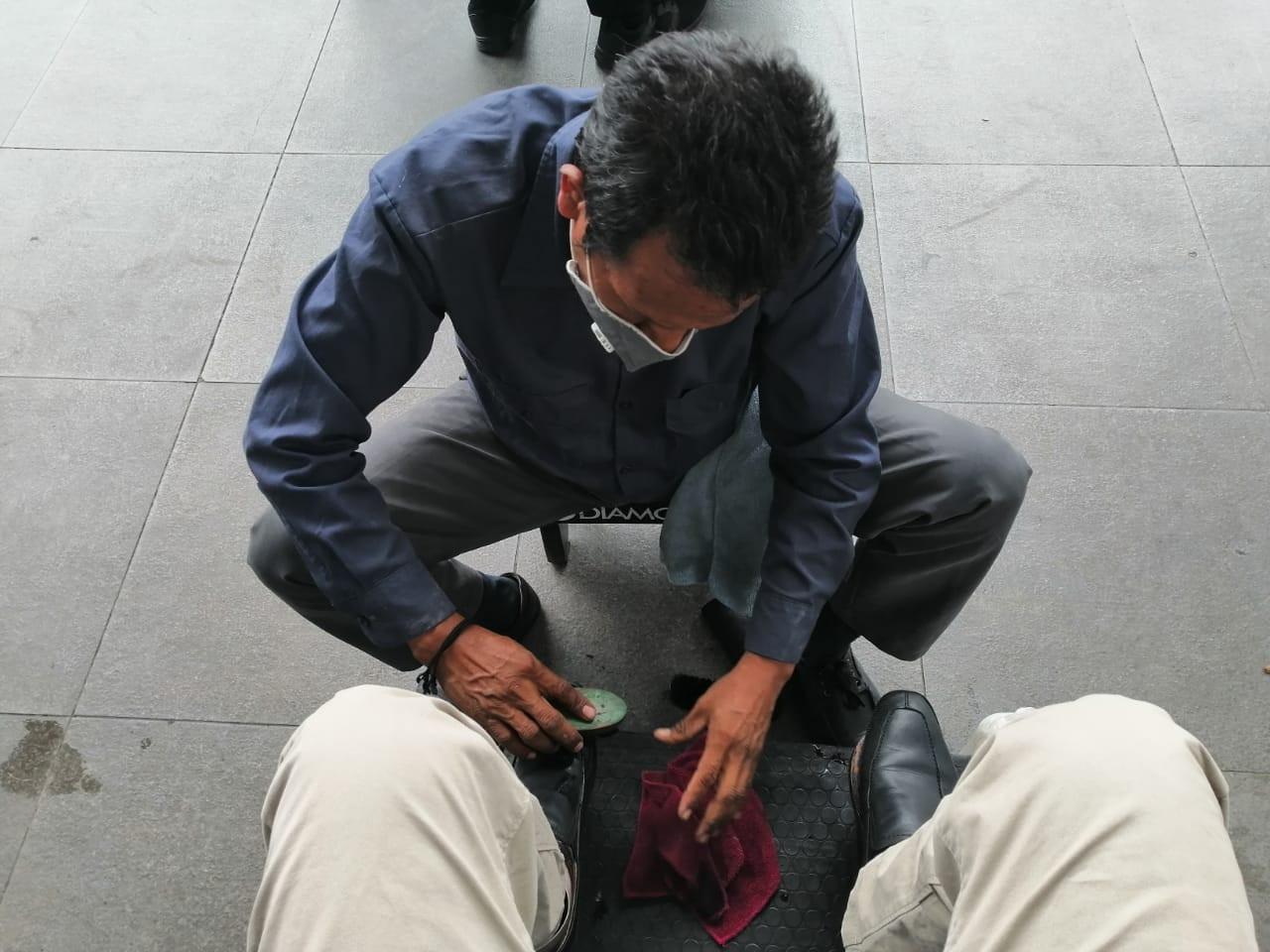 aeropuerto-tegucigalpa-honduras-Su sello de trabajo es la amabilidad: equipo de lustrabotas de Toncontín